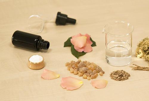 顔に使う日焼け止めは、お肌のケアまでしてくれる手作りのUVオイルを使います